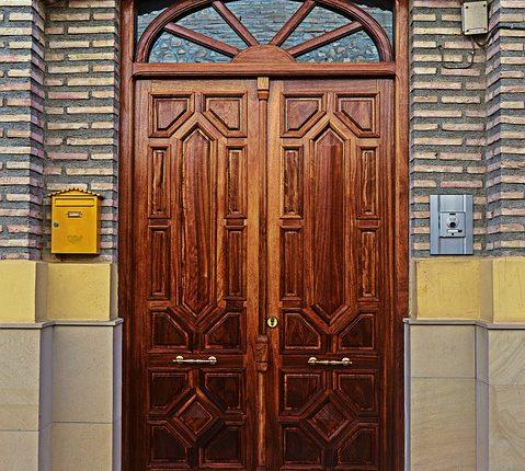 Wybór drzwi do nowego domu