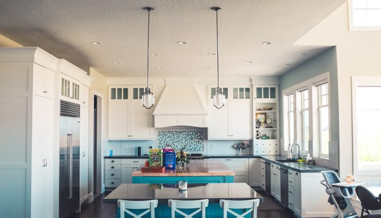 Otwarta kuchnia – jak połączyć kuchnie z salonem