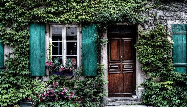 Drzwi wejściowe do mieszkania – jak je wybrać?