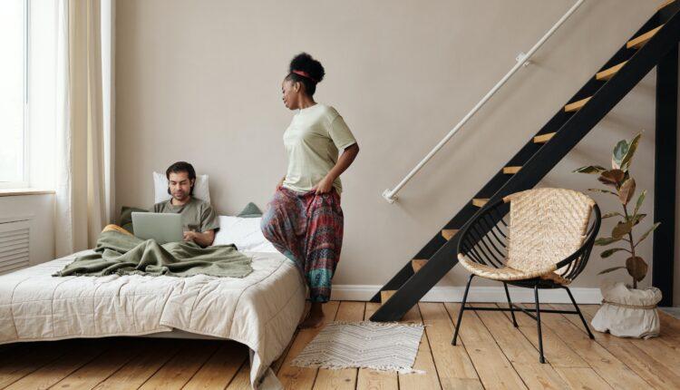 Antresola w domu – atrakcyjna przestrzeń czy dodatkowe problemy?
